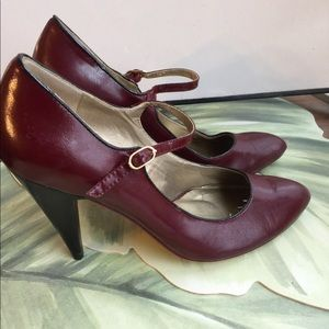POETIC LICENSE BURGUNDY LEATHER PUMPS SIZE 9.5
